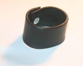 "Leather Wrist Band 1 1/2"" black"