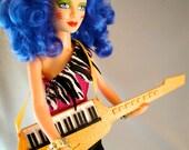 Cartoon-accurate keytar for Stormer doll
