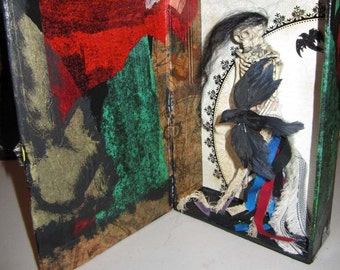 AlteRed aRt  RAVEN  ThE BirD LaDy  MiXeD MeDiA HoMe DeCoR SkeLEtOn HaNdMaDe OOaK
