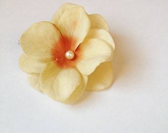 Cream Flower Hair Pin - Swarovski Pearl Hydrangea / Dogwood Flowers