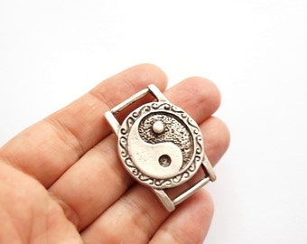 1pc-Matte Silver plated Round with yin and yang connector-40x30mm-(415-030SP)
