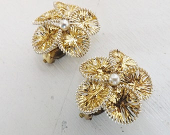 Vintage gold tinsel earrings flower earrings with pearl centers made in Germany clip on