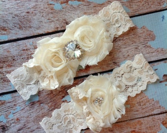 Ivory wedding garter set  / garter/  lace garter / toss garter included /  wedding garter / vintage inspired lace garter