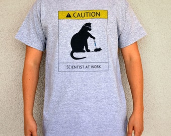 Cat Scientist - Injecting Mouse - T-shirt in Sport Gray - Adult S-XL sizes