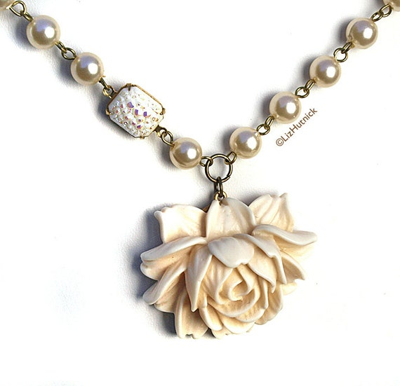 30% OFF SALE - Use coupon code FBS30 - Wedding Belle. White Rose Necklace. Statement Necklace by Liz Hutnick on Etsy