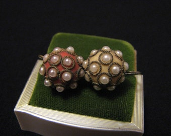 Antique Victorian Gold Tone Peach and Cream Glass Faux Pearl Beaded Dome Screwback Earrings