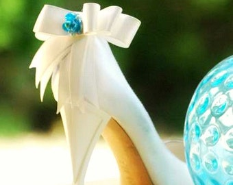 Something Blue & White Shoe Clips. Ivory Aqua Green Navy Emerald Bows. Whimsical Spring Blu Schuhclip, Pearls Satin Ribbon Bright Happy Chic
