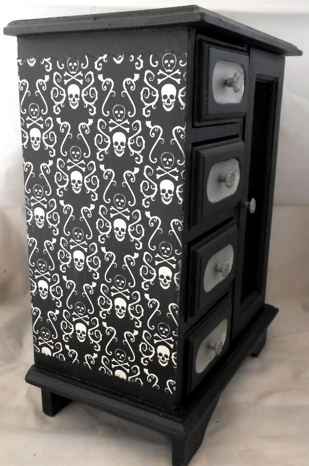 Gothic home decor gothic curio cabinet skull and for Decorative bedroom furniture