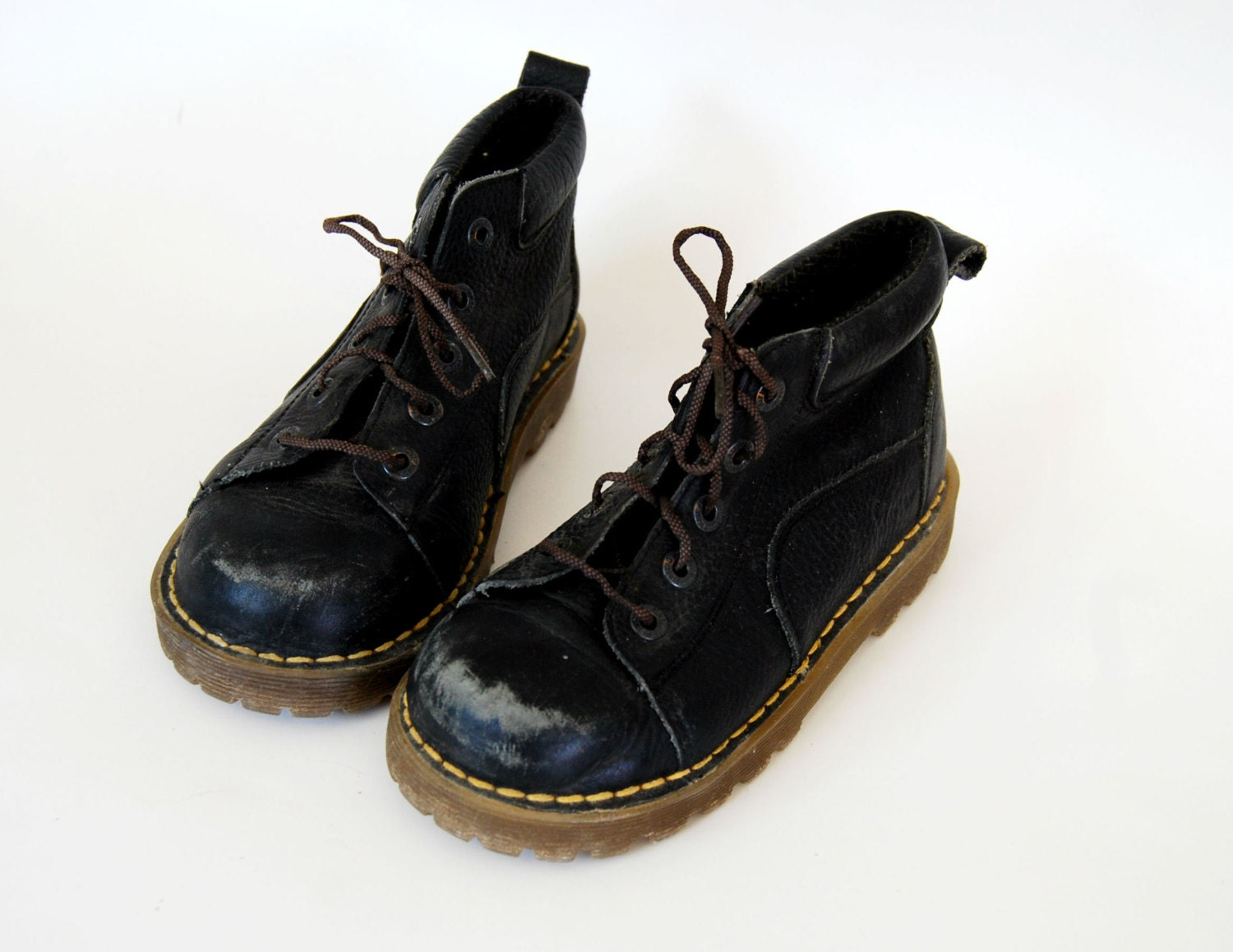 Dr. Martens Baby Shoes with FREE Shipping & Exchanges, and a % price guarantee. Choose from a huge selection of Dr. Martens Baby Shoes styles.