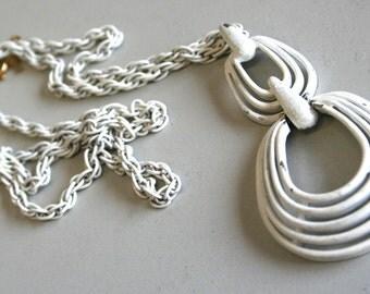 60s mod necklace, white pendant, white necklace, 60s necklace, 60s mod pendant, 60s costume jewellery, vintage pendant, vintage necklace