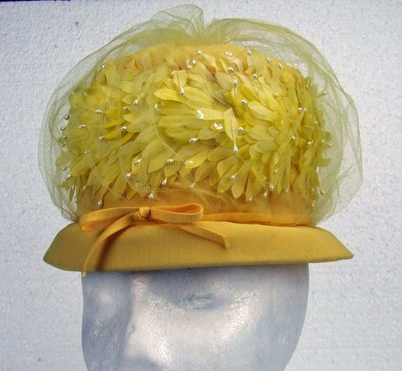 Beautiful Vintage  Retro Butter Yellow tule and Seed Pearl High Fashion 1960s Retro Spring Easter Hat Derby Hat Garden Party
