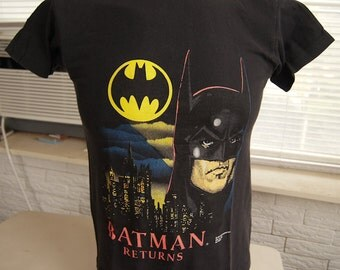 vintage (t shirt) BATMAN RETURNS 1991 Michael Keaton BiRDMAN small (36 inches around chest)