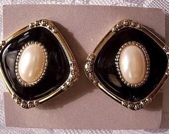 Pearl Black Diamond Pierced Earrings Gold Tone Vintage Avon Fashion Classic Raised Beads