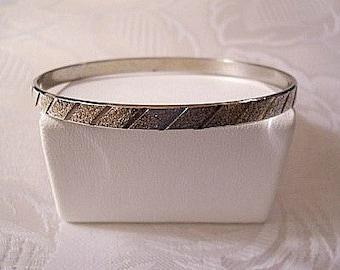 Slant Line Pebbled Bracelet Bangle Silver Tone Vintage Hong Kong Textured Size Large Open Wrist Ring