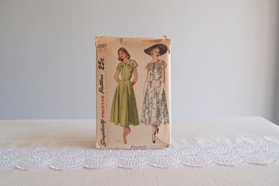 1940s dress pattern / 40s vintage Simplicity 2507 day dress with bias draped skirt & gathered bow neckline ... sz 14/32