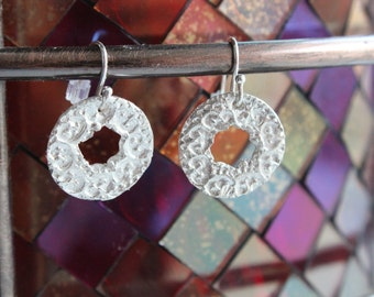 Fine silver circle patterned dangle earrings