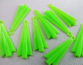 16 Vintage Bright Lime Green Deco Pendants Drops Pd455