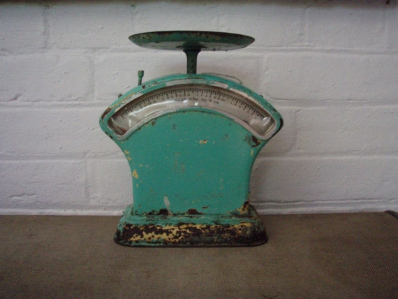 Vintage scales green rustic kitchen scales for Rustic kitchen scale