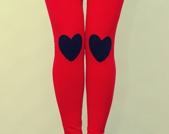 Black heart patched leggings in red