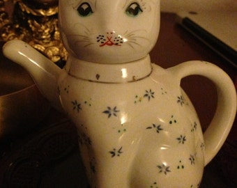 vintage  Maneki Neko, Lucky Cat tea kettle