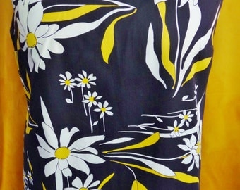 """Vintage '60s Daisies in Lined Cotton Tunic with Flared legged Pants, 34"""" Bust"""