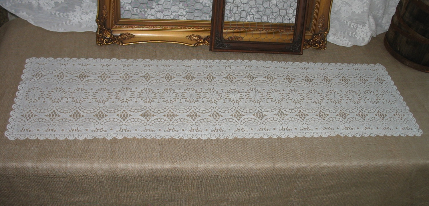 Vinyl Lace Table Runner Scalloped Square Edge