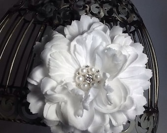 Hair clip: White flower hair clip hair accessory with beautiful pearl and rhinestone accent, white hair clip, white hair flower