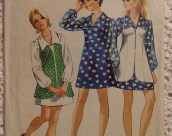 Simplicity Pattern no. 8710   size 9/10  For Young Jr Teen  Dress Pattern 1970