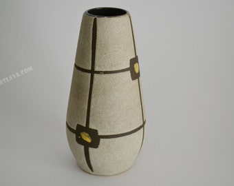 West German pottery by Scheurich  529-18
