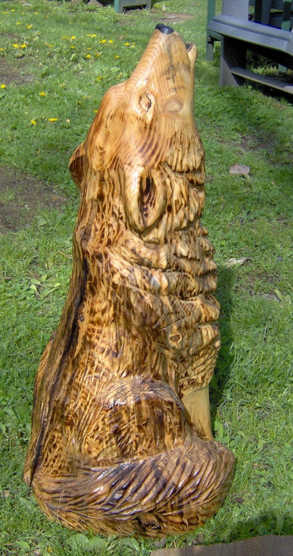 Chainsaw carved howling wolf carving by maandpascarvings