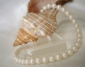 Elegant Baby Pink Single-Strand Pearl Necklace and Bracelet