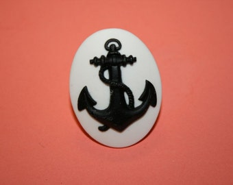 Large Black and White Anchor Cameo Ring