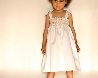 White flower girl dress for beach wedding. Lace flower girl Dress in white cotton with ivory lace. Crochet girl dress in organic cotton.