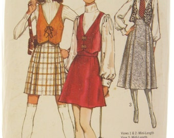 1970s Simplicity 8930 Misses Vest and Mini Skirt Vintage Sewing Pattern Bust 32