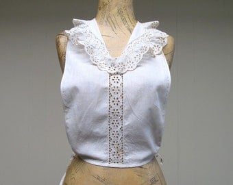 Vintage 1930s Dickie / 30s White Cotton Eyelet Floral Lace Inset