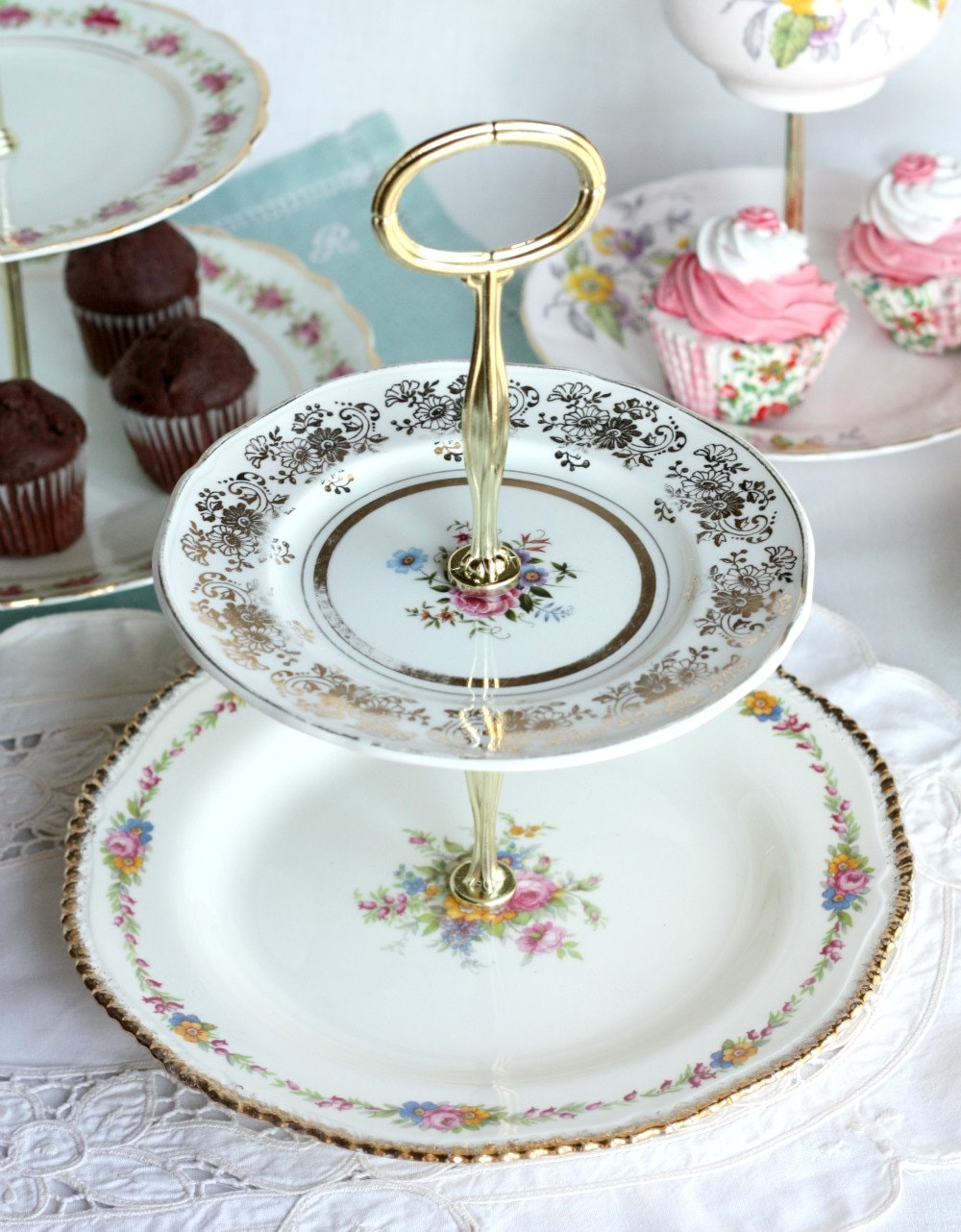 Pretty 2 tier cake stand cupcake stand by nancysvintagechina for Pretty cake stands