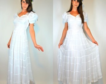 Vintage 1930s Winter White Tiered Gown. Art Nouveau Wedding Dress. Boho Sheer Netting Sweetheart Neckline maxi full Skirt. Extra Small