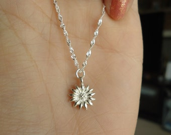 925 Sterling Silver Happy Charming Sunflower Charm Pendant Necklace