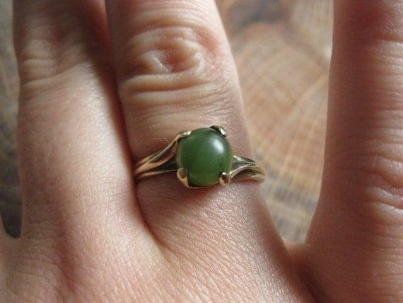 1940s 10K Jade Ring / 10K Yellow Gold Jade Cabochon Ring / Vintage Dason Ring