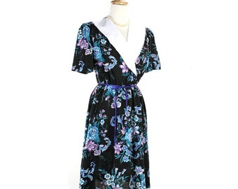 1980s Black Floral Day Dress w/ Lace Edge Collar - Vintage Garden Party - size Medium