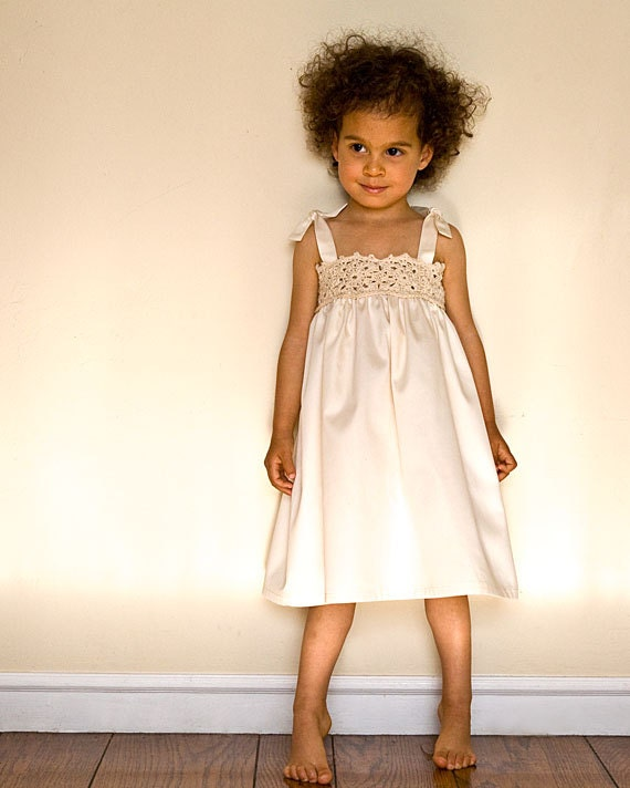 White flower girl dress for beach wedding. Ivory lace flower girl Dress in organic cotton. Crochet girl dress in organic cotton.