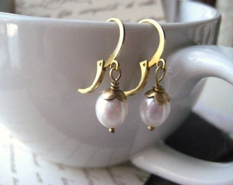 White pearl earrings, June birthday, Vintaj Brass, Water Drop  Pearl, round natural pearl, candies64, womens jewelry, bridal jewelry