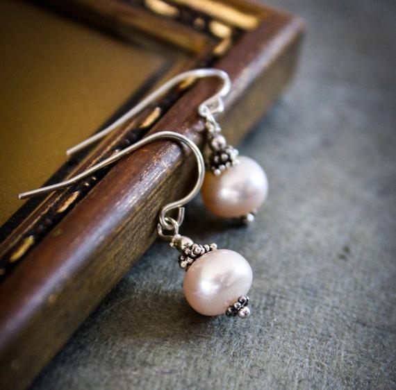Freshwater Pearl Earrings / Sterling Silver Earrings / Pearl Earrings / Dangle Earrings / Wedding Jewelry / Dangle Earrings / Peach / Pink