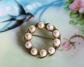 Vintage Faux Pearl Circle Brooch Cultured Costume Jewelry Gold Rope Wedding Summer Fashion Women Accessories