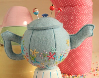 Teeny Teapots Pin cushion : teapot pin cushion, teapot pattern, pin cushion pattern,felt teapot, plush teapot,embroidered teapot,pin cushion