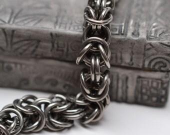 Mens 14 gauge chunky byzantine chainmaille titanium bracelet