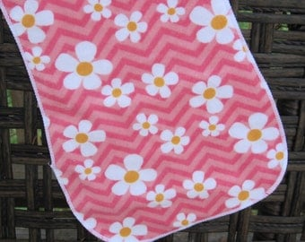 burp cloth, pink Chevron with daisy, daisies