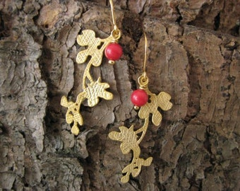 Earrings 16 k gold plated with coral red