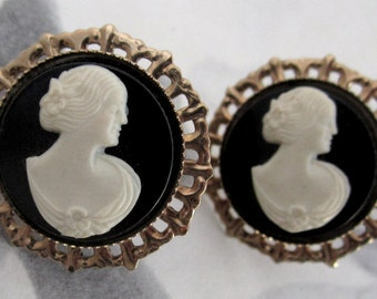 vintage gold tone cameo earrings - j5371