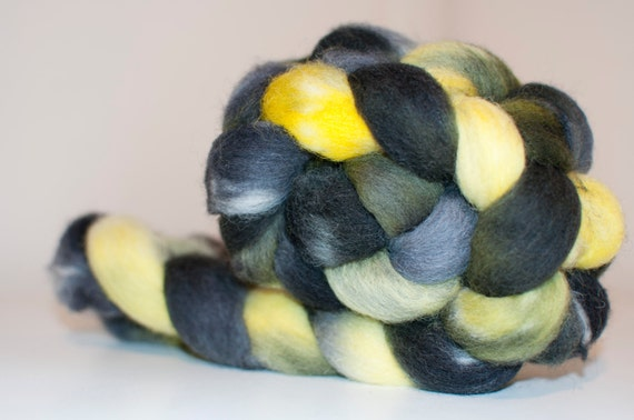 99g Handpainted Cheviot Fibre in Bumblebee Colourway